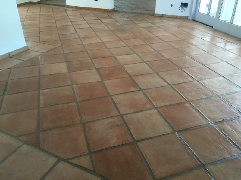 tratamiento efecto satinado en suelo de barro interior 05