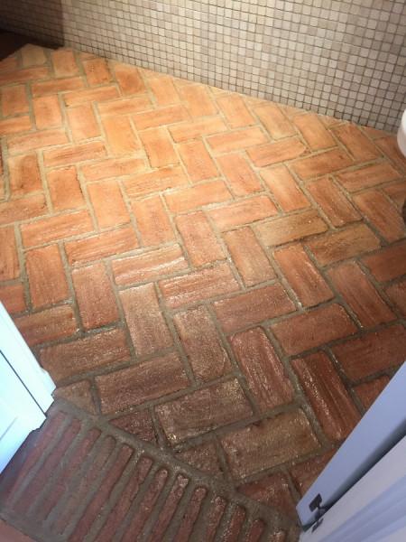 tratamiento efecto satinado en suelo de barro interior 07