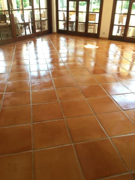 tratamiento suelo barro interior efecto mojado 02