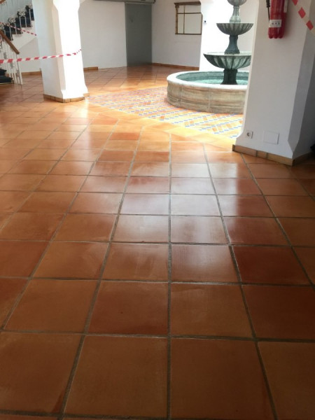 tratamiento suelo barro interior efecto mojado 03