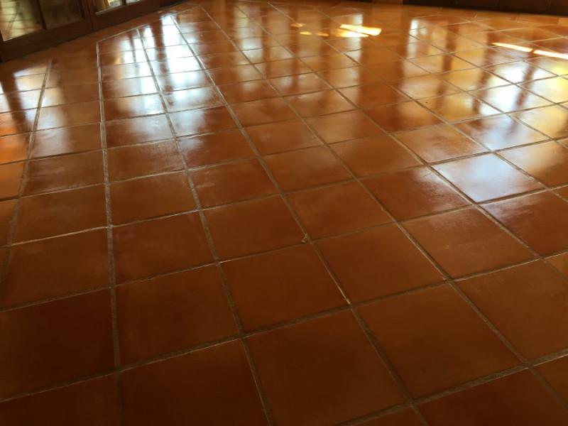 tratamiento suelo barro interior efecto mojado 04