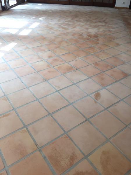 suelo de barro interior tras fase de decapado y limpieza 03