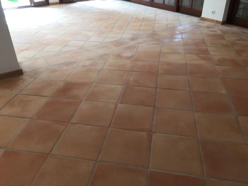 suelo de barro interior tras fase de decapado y limpieza 01