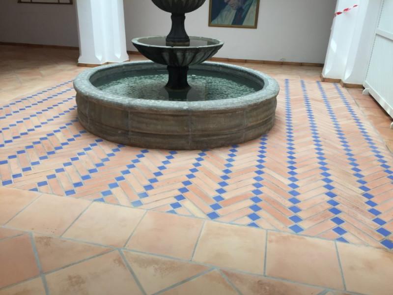 suelo de barro interior tras fase de decapado y limpieza 02