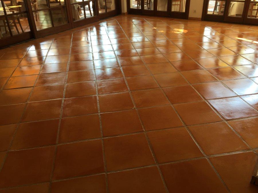 tratamiento suelo barro interior acabado brillo 03