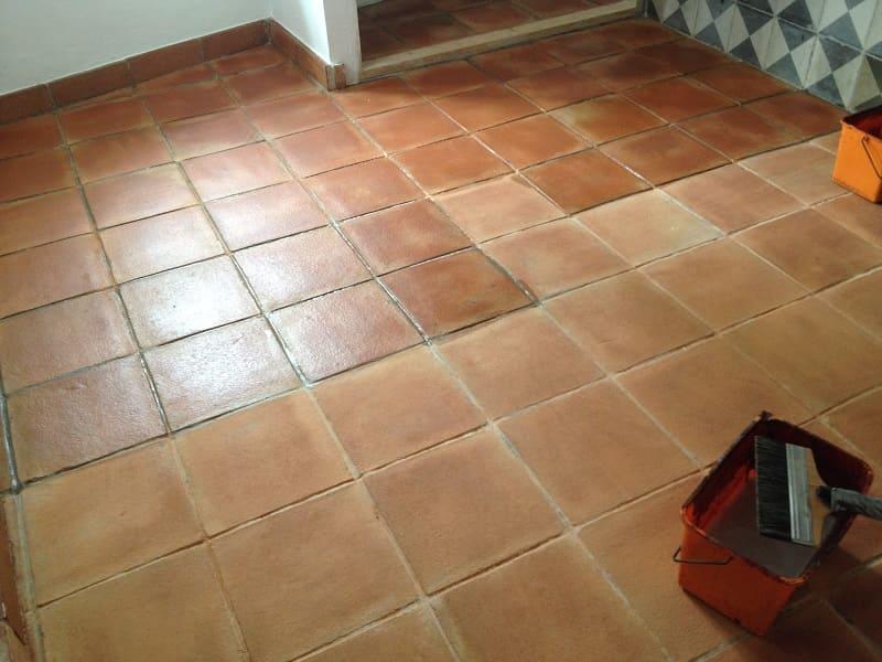 tratamiento suelo barro interior acabado brillo 04