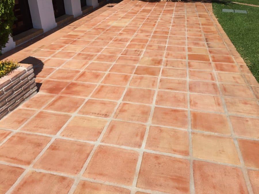 tratamiento suelo de barro exterior acabado efecto mojado 07