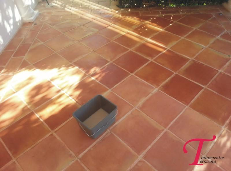 tratamiento suelo de barro exterior acabado efecto mojado 03