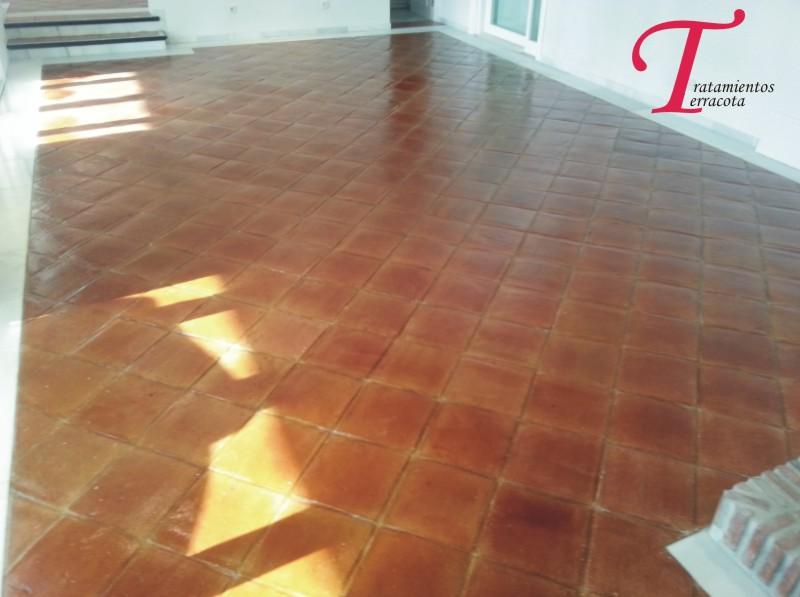 tratamiento suelo barro interior acabado brillo 02