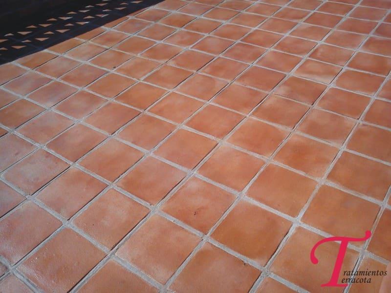 tratamiento suelo de barro exterior acabado efecto mojado 09
