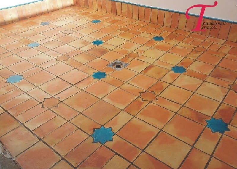 tratamiento suelo de barro exterior acabado efecto mojado 06
